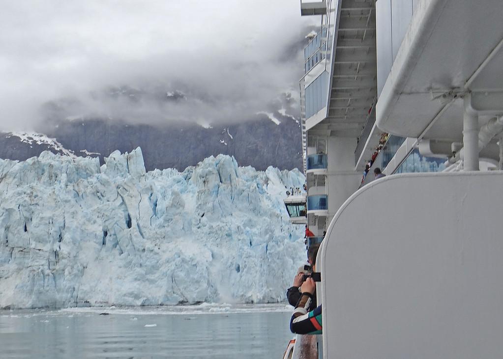 Glacier Bay - Margerie Glacier claving.