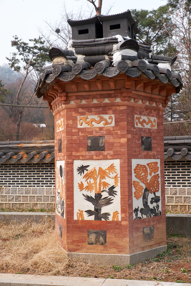This is a decorated chimney. Confucianism requires a life of humility. Homes had to be very plain to show humility. The only opportunity for decoration was the chimney.