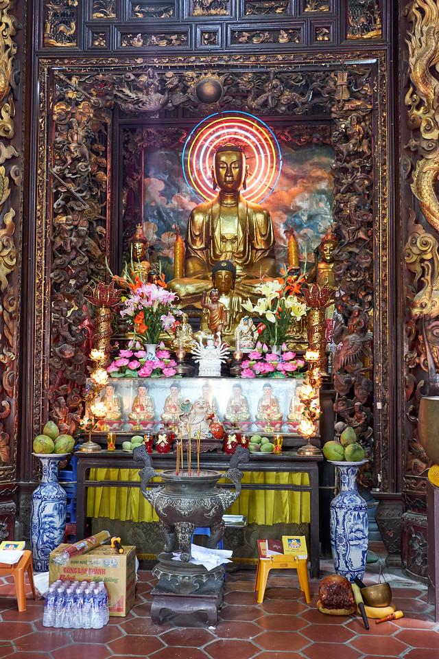 The main Buddha in the Vinh Trang Pagoda.