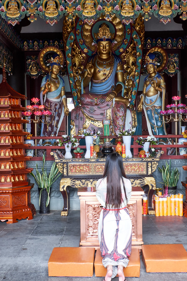 Maitreya Buddha center and Bodhisattvas on both sides.