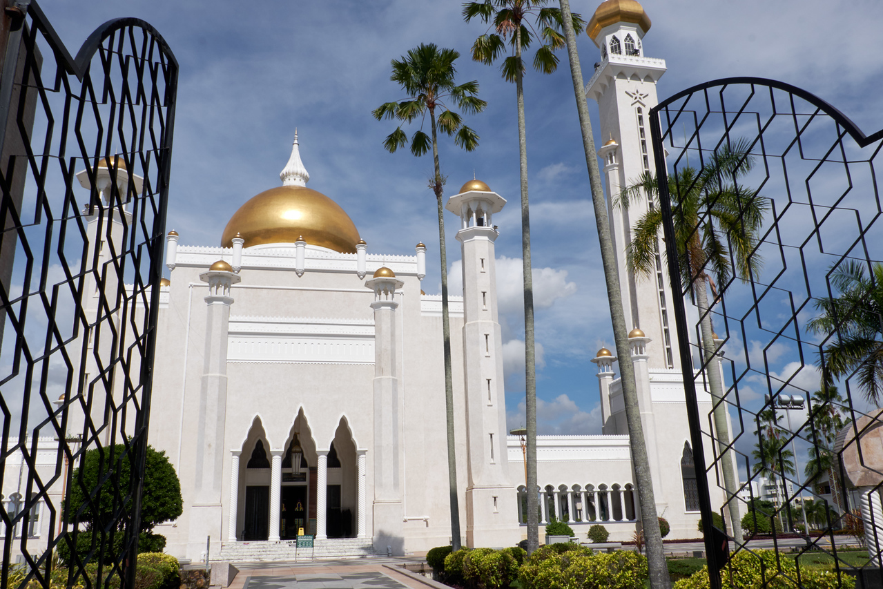 Omar Ali Saifuddin Mosque from the front gates.