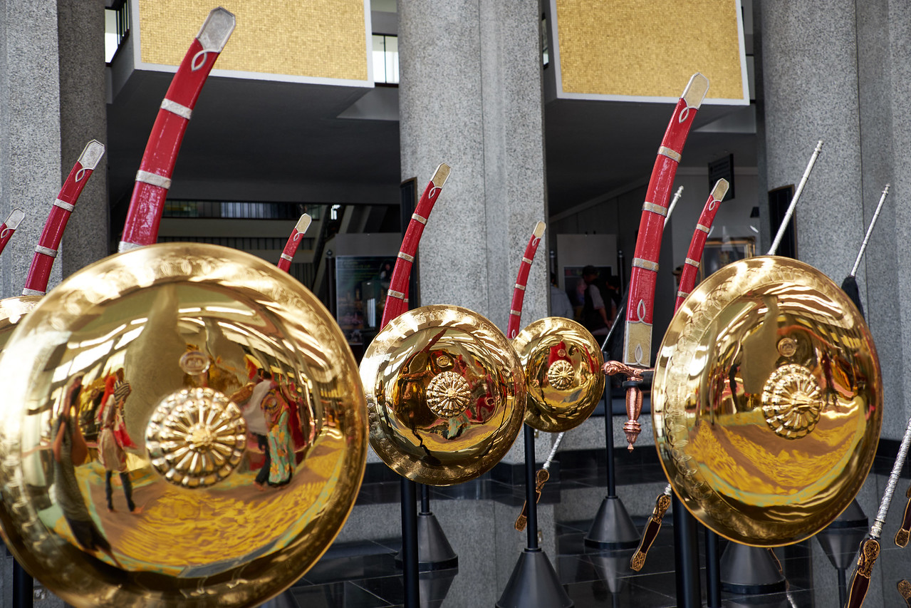 The Awang-Awang (Aristocrats) carry gold shields and swords with gold, silver and brass bands on the hilt.