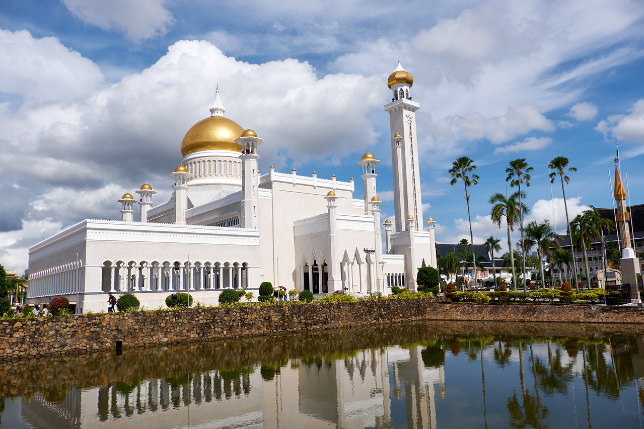 Omar Ali Saifuddin Mosque from the road.