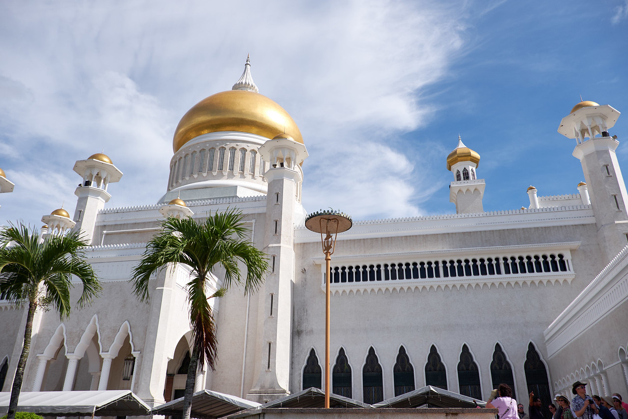 The rear of Omar Ali Saifuddin Mosque. This is the main mosque used for religious state activites and royal coronationation ceremonies.