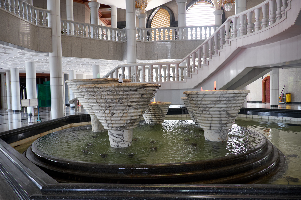 The 5 pillars of the fountain represent the five pillars of Islam.