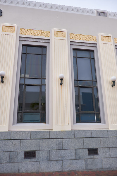 The art deco relief on this buidling is in the Maori signature style.
