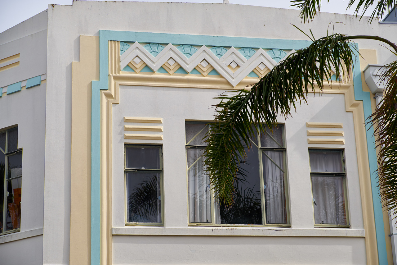Example of art deco on the buildings.