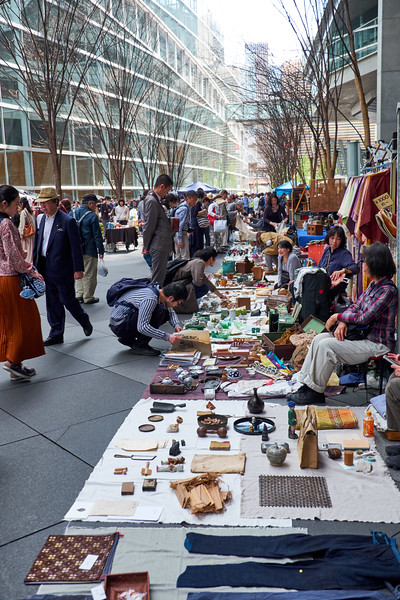 Small part of the antique market on Sunday afternoon at Tokyo International Forum. What a nice surprise!