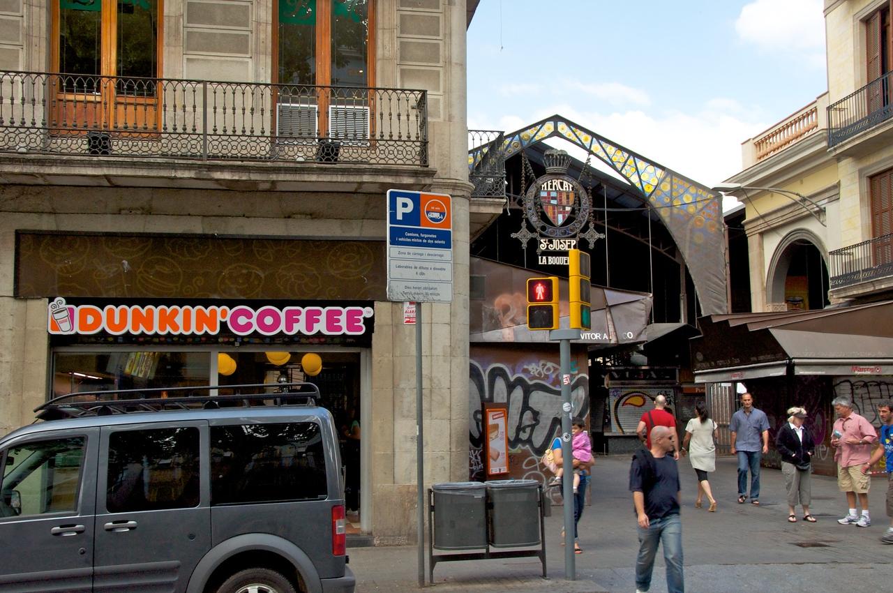 McDonalds, KFC, Starbucks and even Dunkin Donuts on La Rambla   We Felt Right At Home