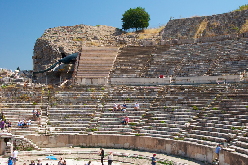 The Great Theatre    Seated 24,000