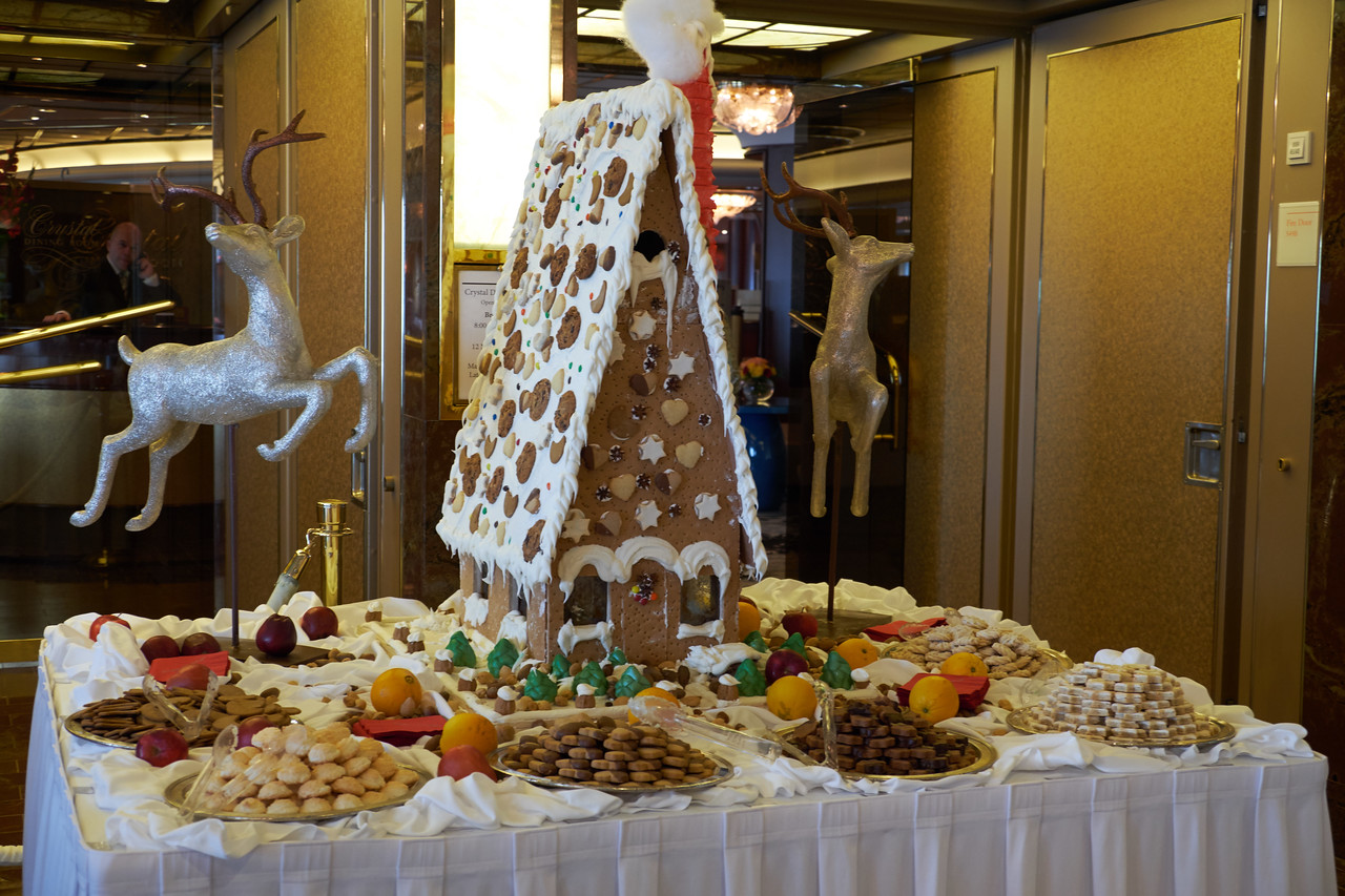 Gingerbread house and Christmas cookies by dinning room.
