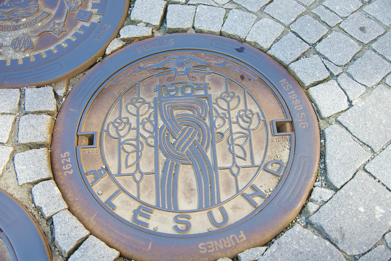 Sewer cover commemorates the 1904 fire