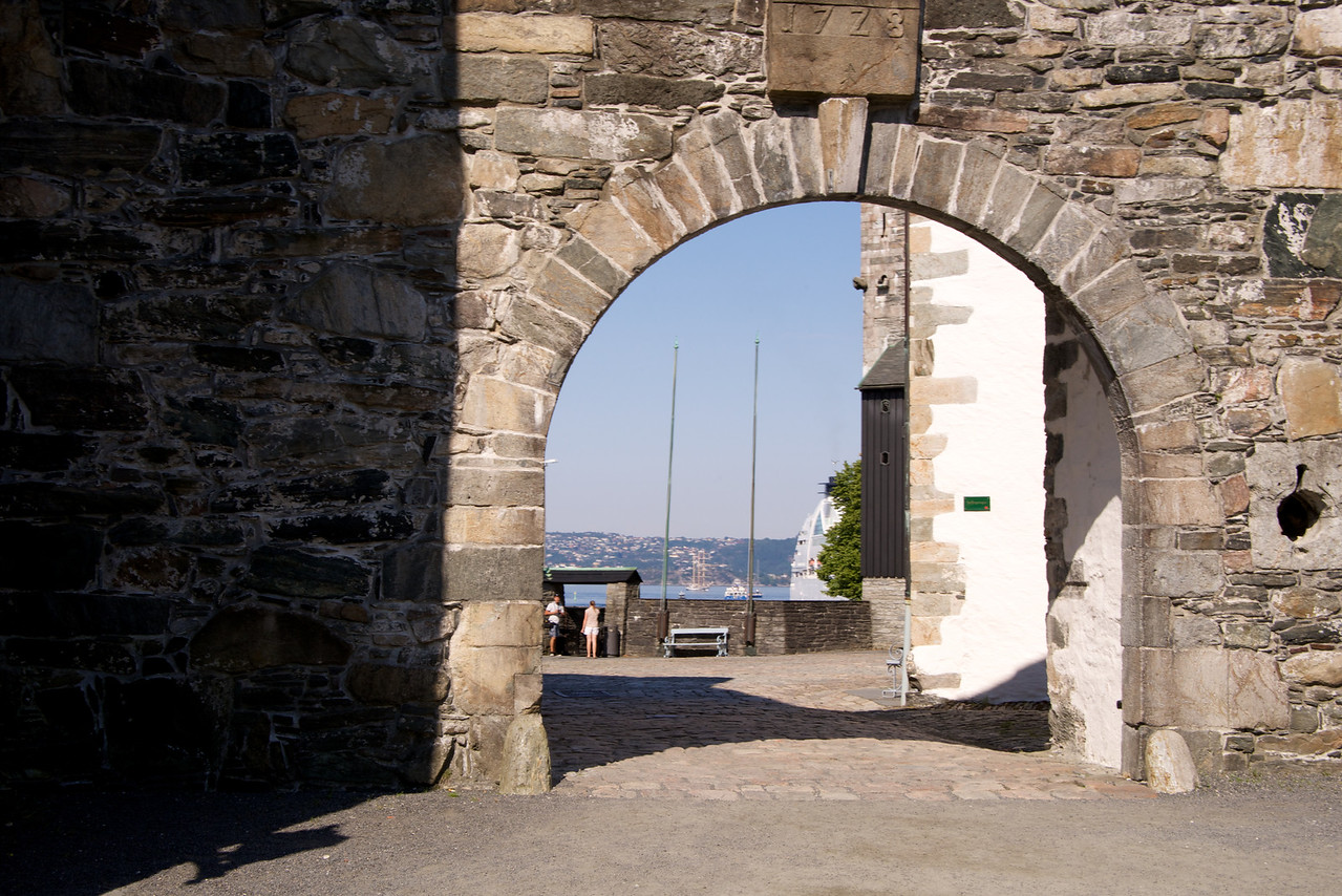 Entrance to Royal Festival Hall grounds (Palace-Fortress)