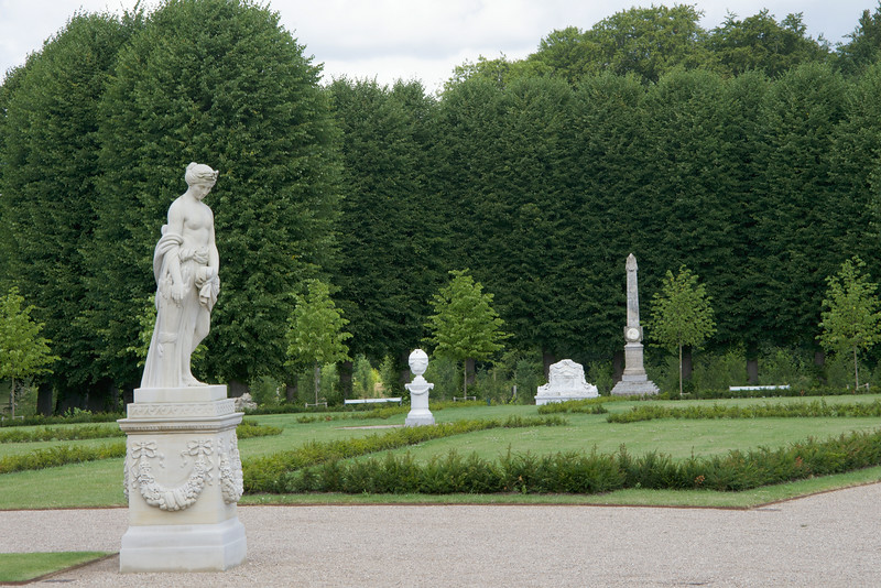 Most of the statues in the gardens were sculptured by Johannes Wiedewelt