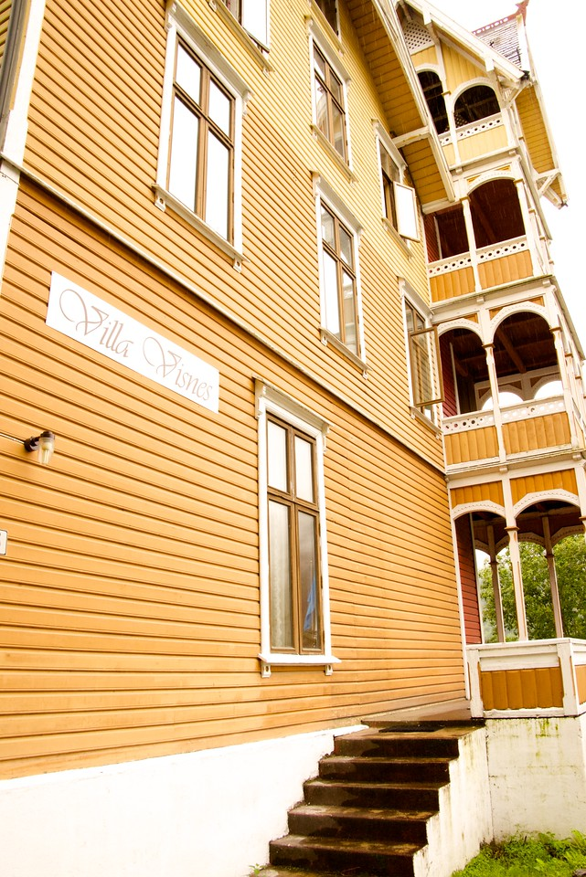 Visnes Hotel was built in 1810 as a family home. They began renting individual rooms in 1850 and it  officially became a hotel in 1890.