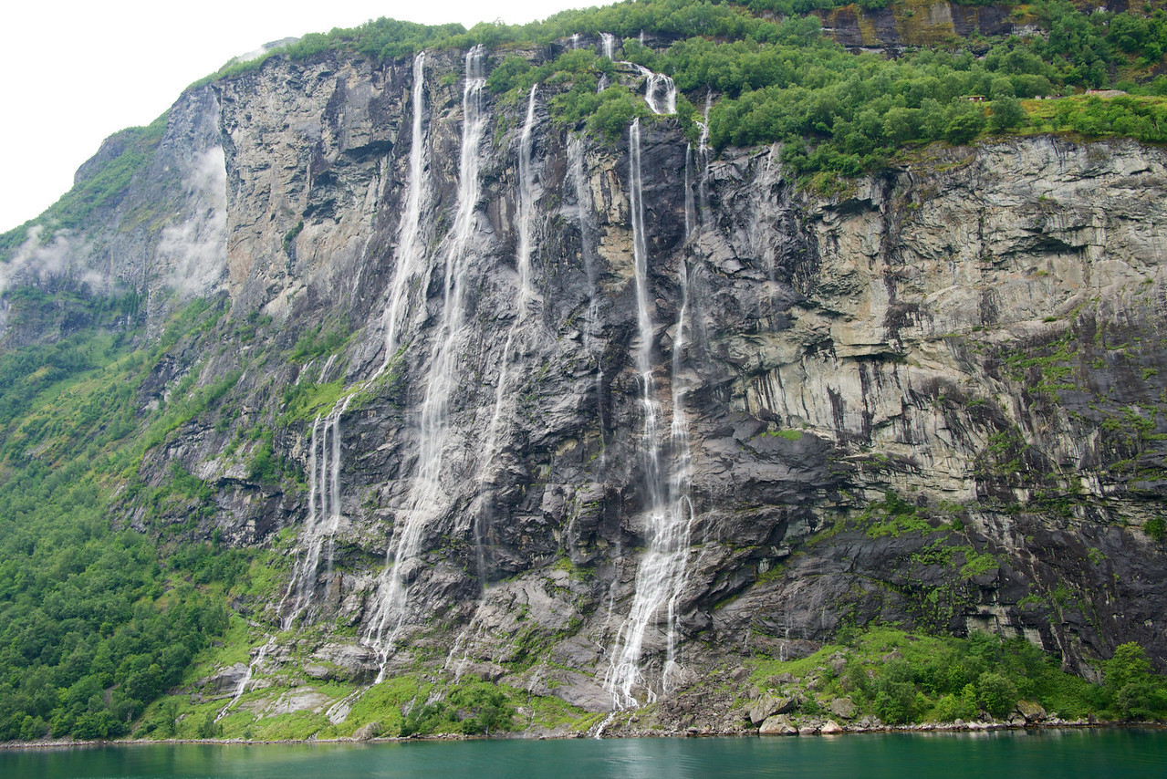 Seven Sisters Waterfall (during sail out).