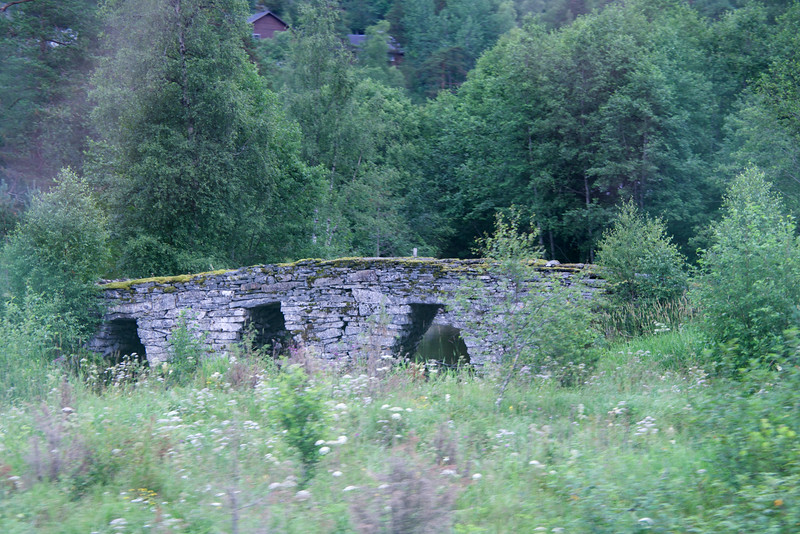 Stone bridge built in 1810 with no mortar    held together by it's own weight