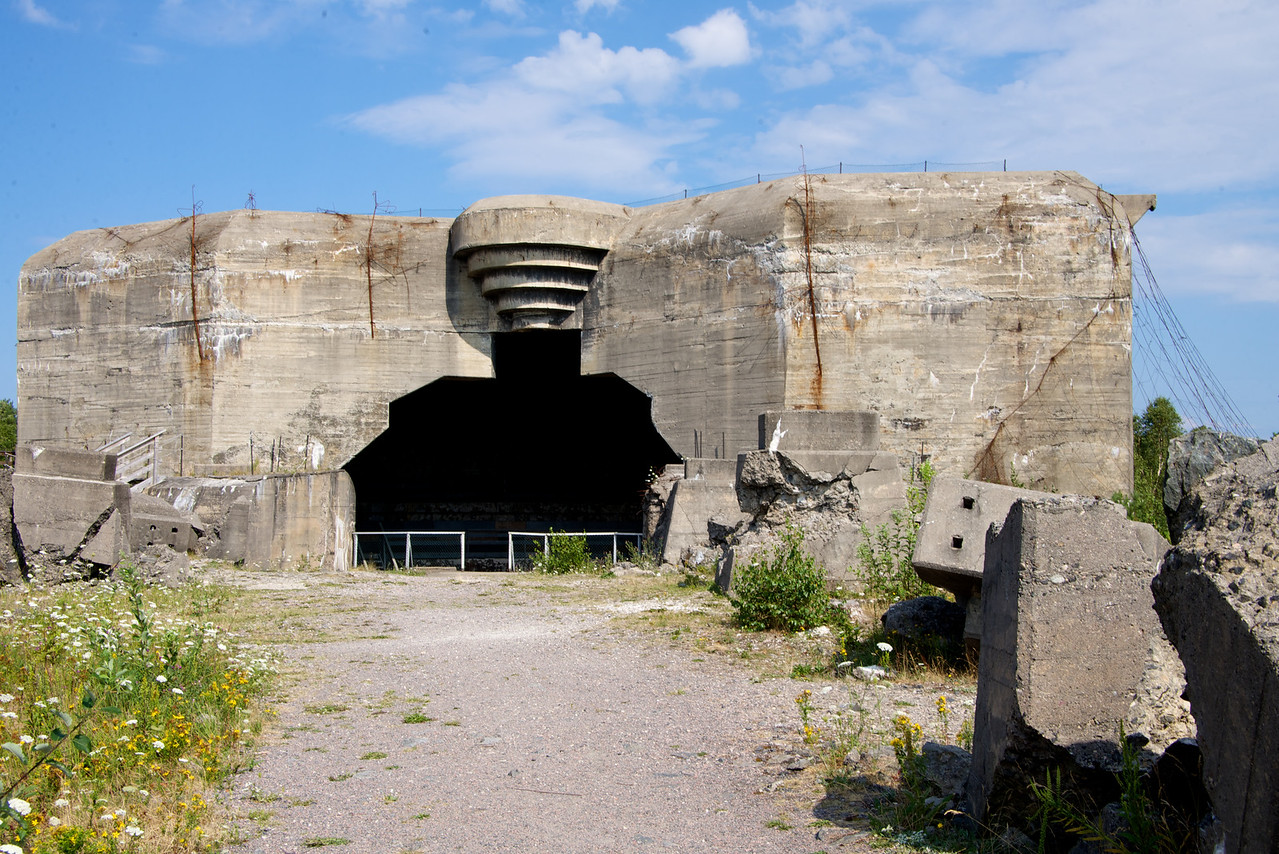 Casemate on Batterie Vara. The largest cannon that was to be here, did not arrive as the cargo ship was sunk in the Kattegat in February 1945