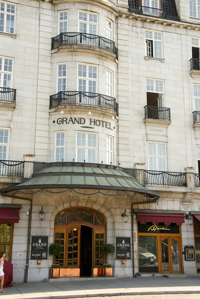The Grand first opened its doors in 1874. For nearly 140 years, the name has been synonymous with quality and atmosphere. World-famous Norwegians such as Henrik Ibsen and Fridtjof Nansen made the Grand their second home. Today, we are proud host to Nobel Peace Prize laureates, celebrities and heads of state.