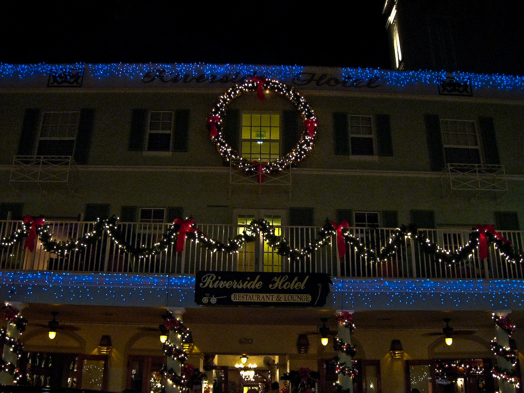 The Riverside Hotel is decorated for the holidays.  (On our first day in town, we had lunch at Indigo, on the ground floor of the hotel.)