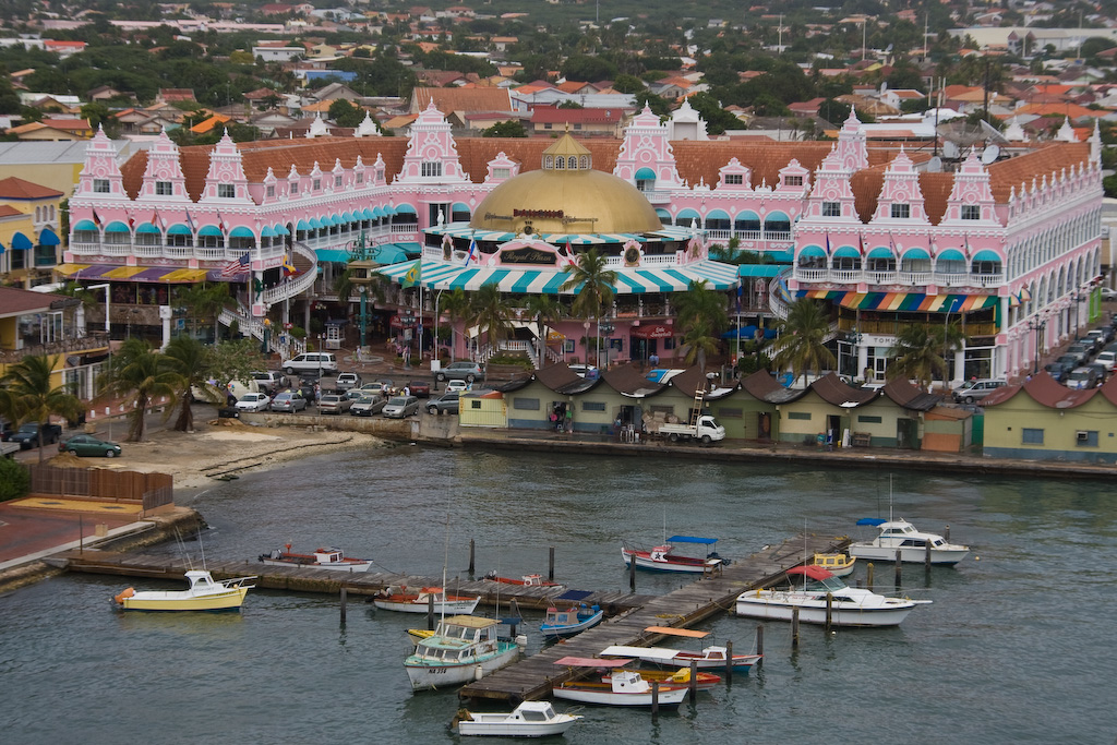 The rain has stopped in time for sailaway; perfect opportunity to take a picture of one my favorite buildings in Oranjestad, Aruba.
