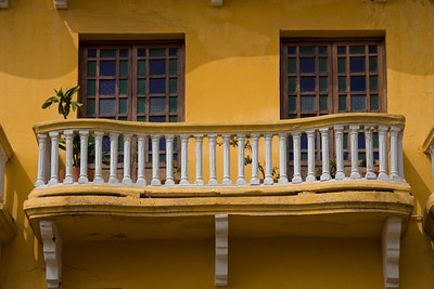 Love the undulating lines of the balcony.