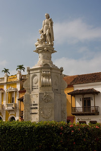 In the center of Plaza de la Aduana is a statue of Christopher Columbus, erected in 1892.
