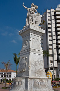 "This monument was erected to commemorate the 100th anniversary of Cartagena's declaration of independence from the Spanish crown in 1811.  The front of the monument reads: ""A Cartagena Heroica"" - in reference to the city resisting attacks against its walls with admirable heroism."