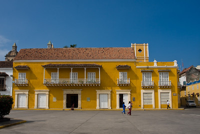 Casa del Premio Real overlooks Plaza de la Aduana.  Once the home of the viceroy, the buiilding is now occupied by the Cartagena Department of Education.