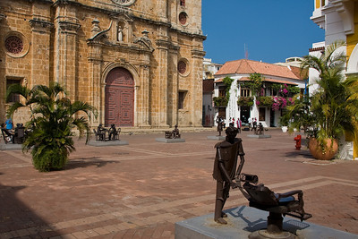 Sculptures representing Cartagenans going about daily life are displayed in the Plaza de San Pedro Claver.