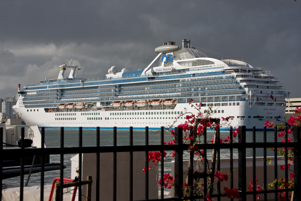 Port Everglades, Fort Lauderdale, Florida:<br /> Coral Princess on embarkation day.  The ship went into service in 2003.