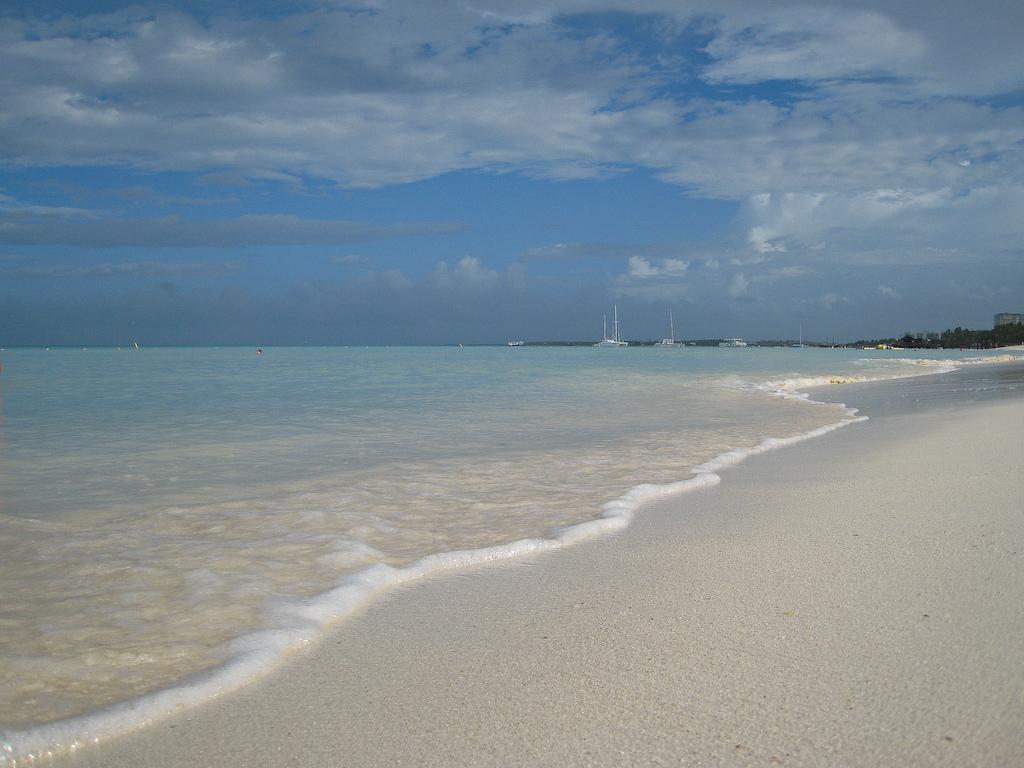 Palm Beach, Aruba:<br /> Looking down Palm Beach from De Palm Pier.