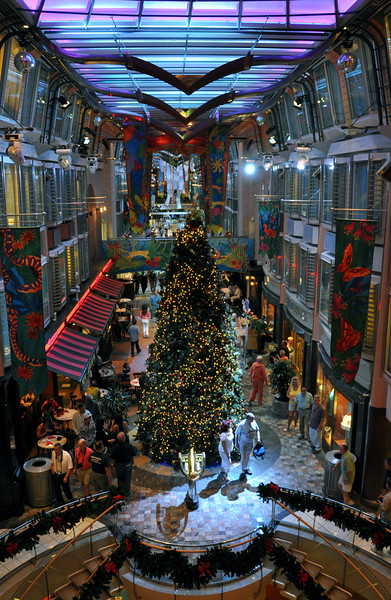 Christmas Decor on Freedom of the Seas - Cruise Critic Message ...