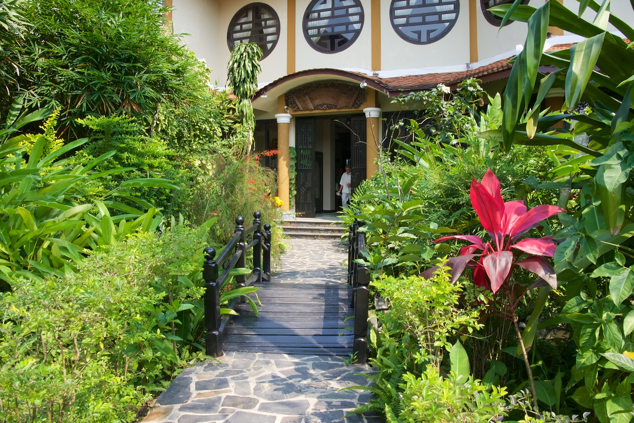 Nam Long Restaurant is surrounded by the luch green of beautiful gardens and flowers.