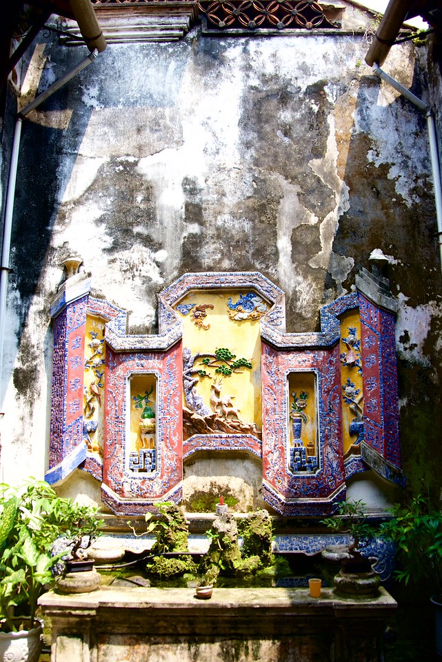 Courtyard at Museum of Trade Ceramics. This was a 19th century house converted into a museum. This ceramic piece reflects the Hoi An marine ceramic line of former centuries.