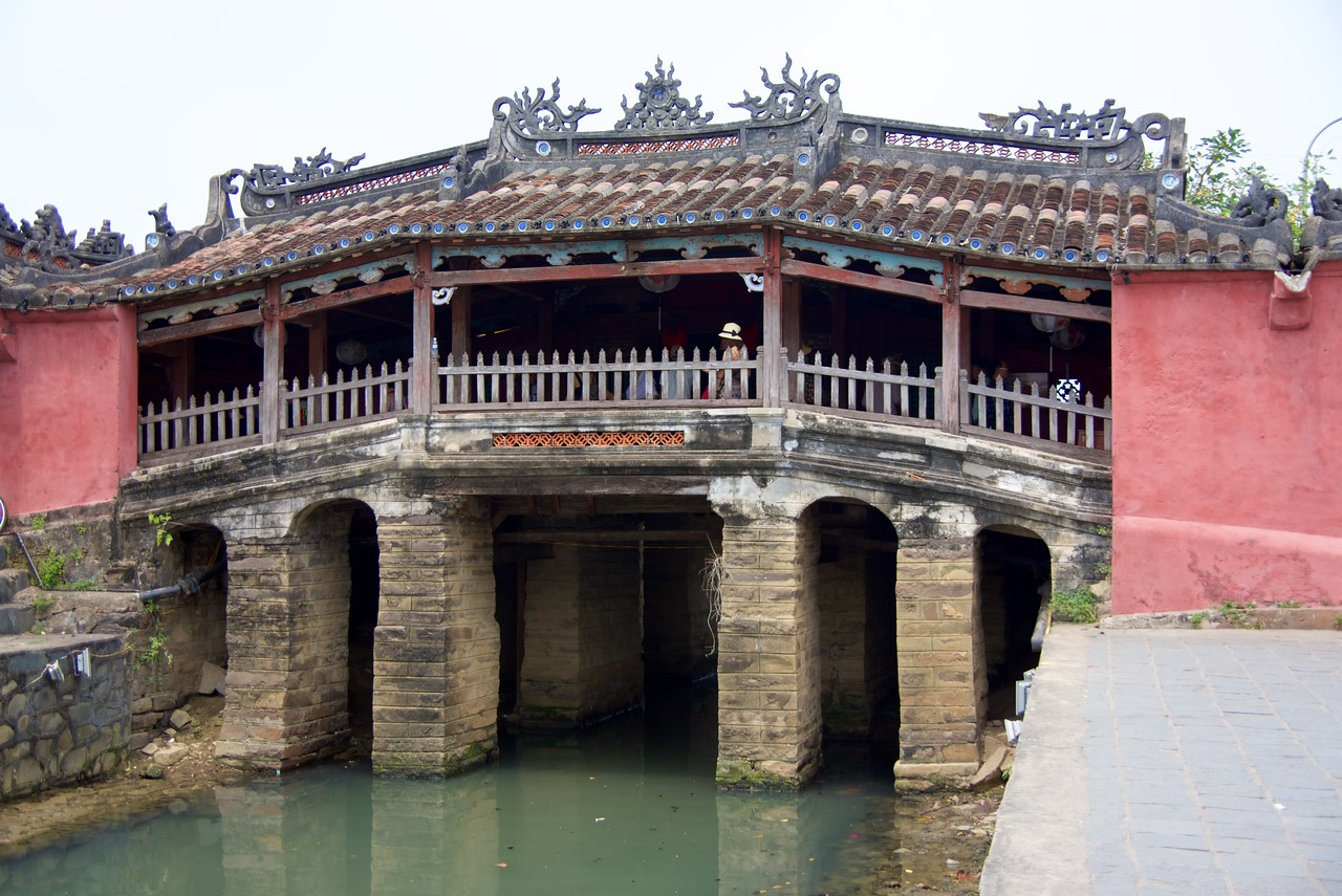 "Originally, Hai Pho was a divided town with the Japanese settlement across the ""Japanese Bridge"" (16th-17th century). The bridge (Chùa cầu) is a unique covered structure built by the Japanese, the only known covered bridge with a Buddhist temple attached to one side."