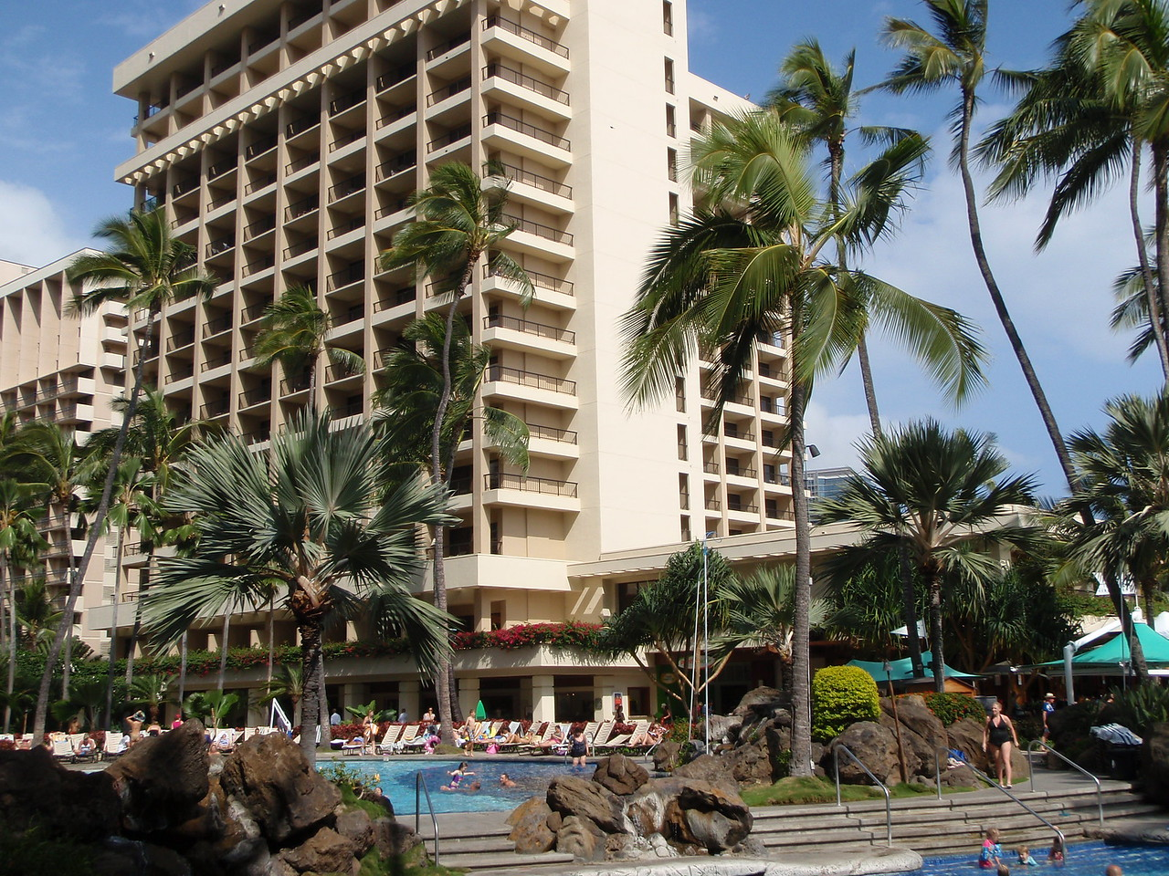 After settling into the room we explored the hotel grounds.  That's the Ali'i Tower.  Our room is on the far right side.  There are 7 towers and nearly 3000 rooms at the Hilton Hawaiian Village Resort.