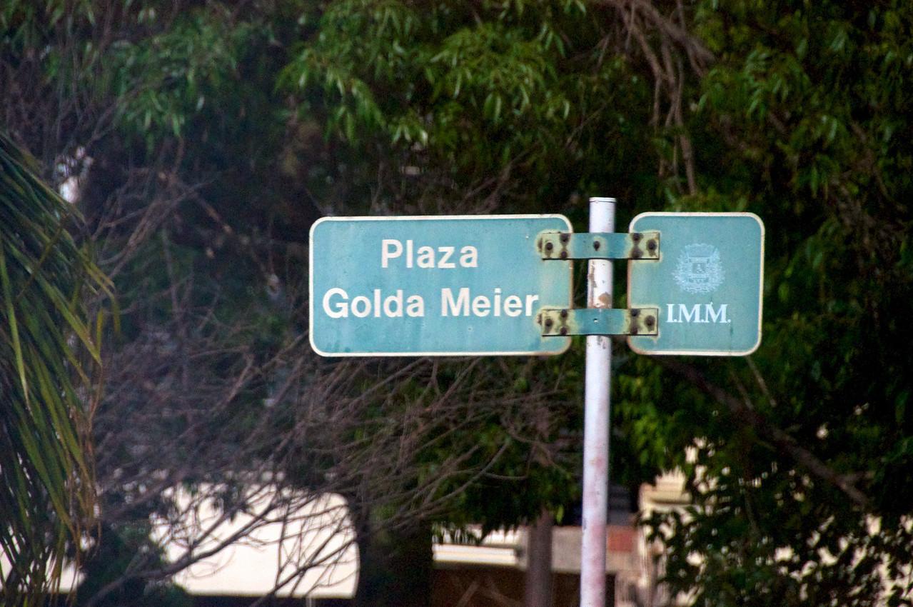 Puzzle Sculpture in Golda Meir Plaza  2011-01-1909-00-34