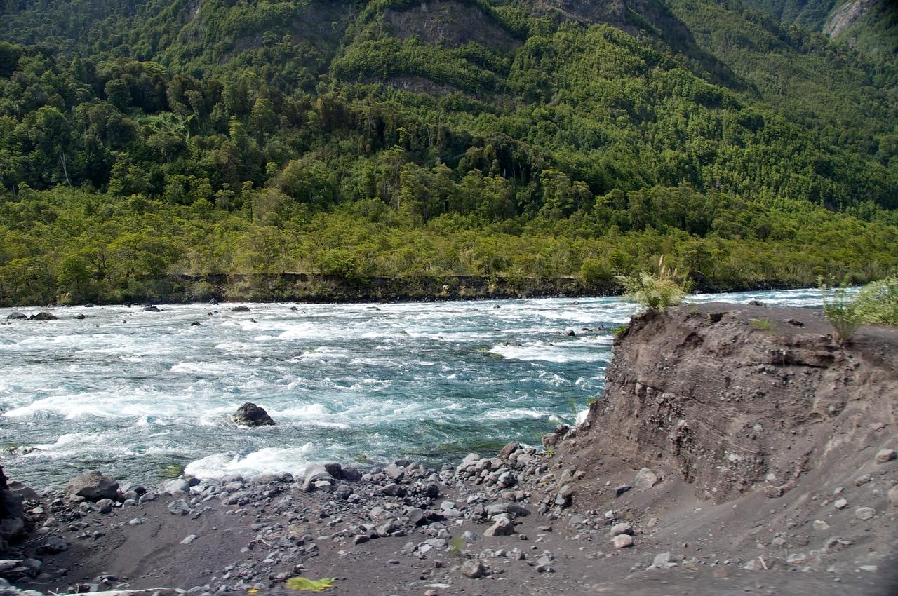 Volcanic Ash, Petrohue River (Class 3-4)2011-01-0523-12-12