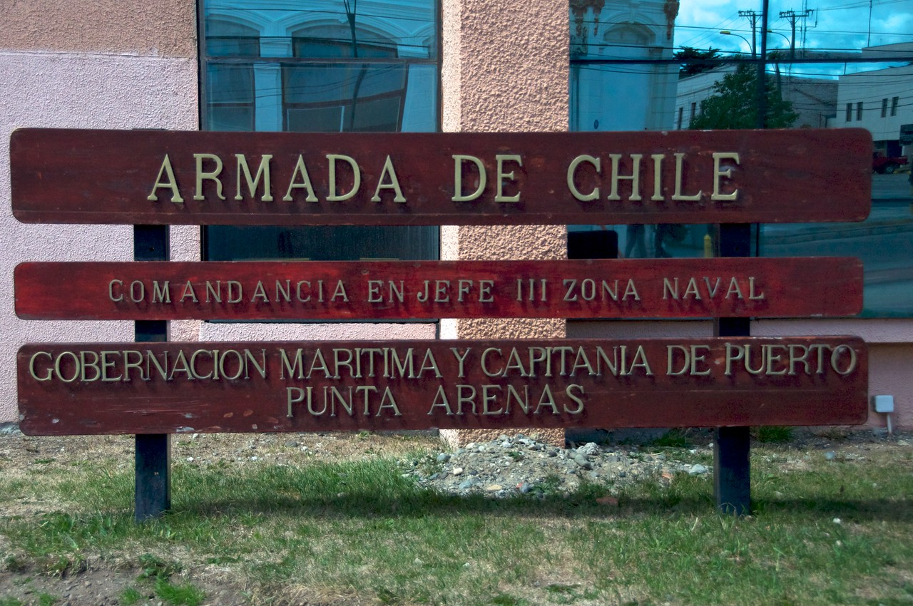 The Chilean Navy at Punta Arenas2011-01-1213-42-54