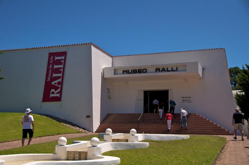 Ralli Art Museum Entrance  2011-01-1813-48-17