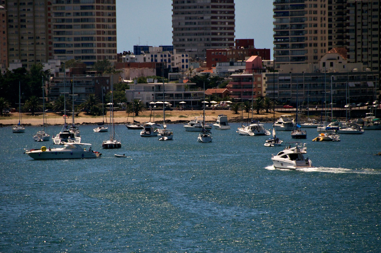 Punta del Este bay activity from ship  2011-01-1811-09-26