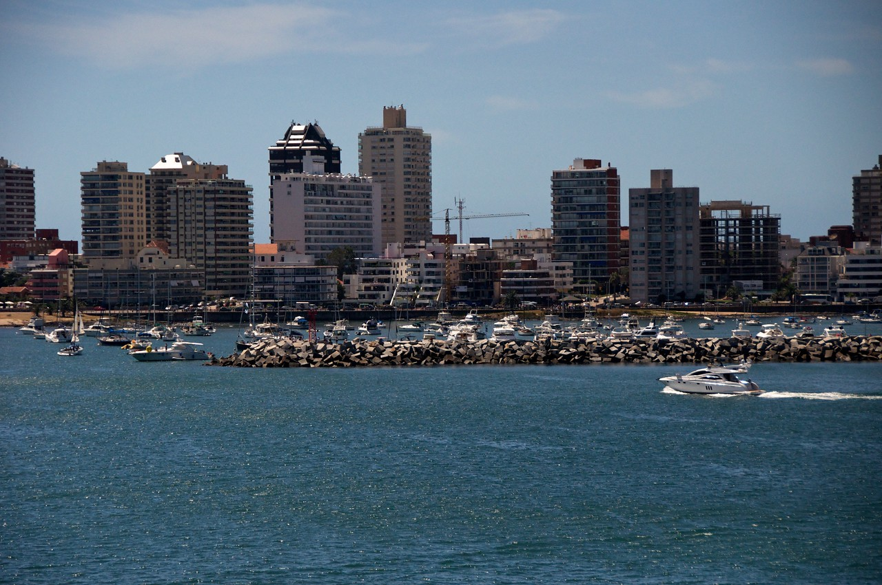 Punta del Este from Ship  2011-01-1811-08-52