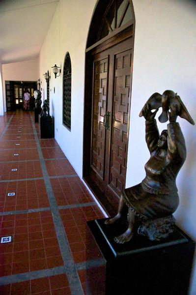 Courtyard Walkway  2011-01-1813-52-47