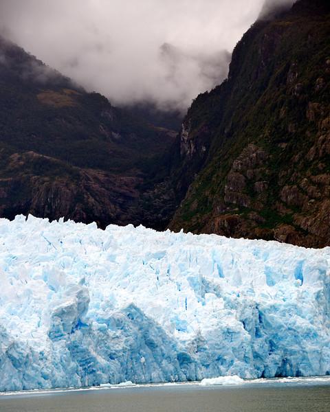 San Raphael Glacier w-Mountains Fog2011-01-0809-59-12