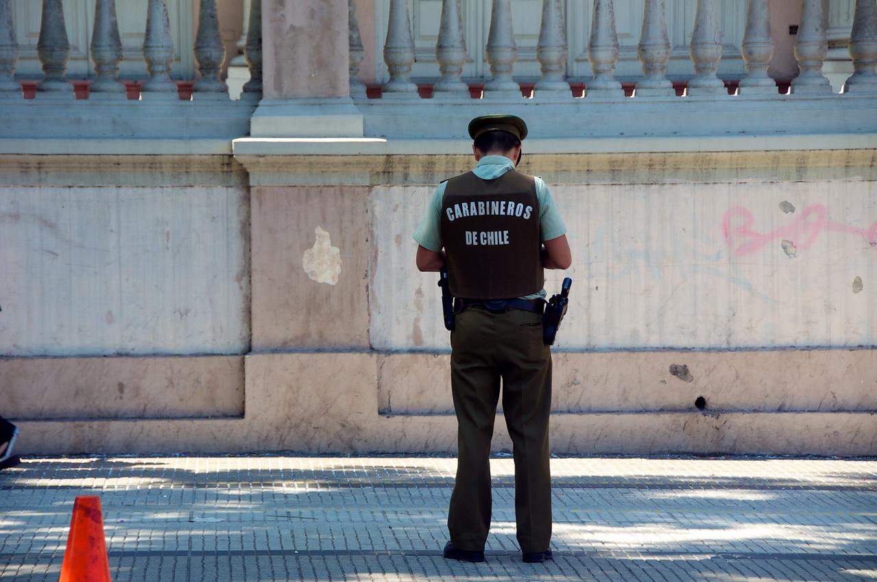 Santiago Policeman2011-01-0222-04-12