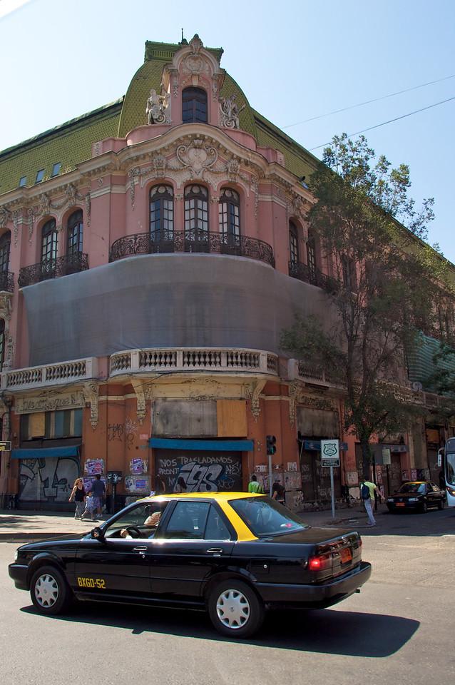 Example of British Architecture2011-01-0222-09-21