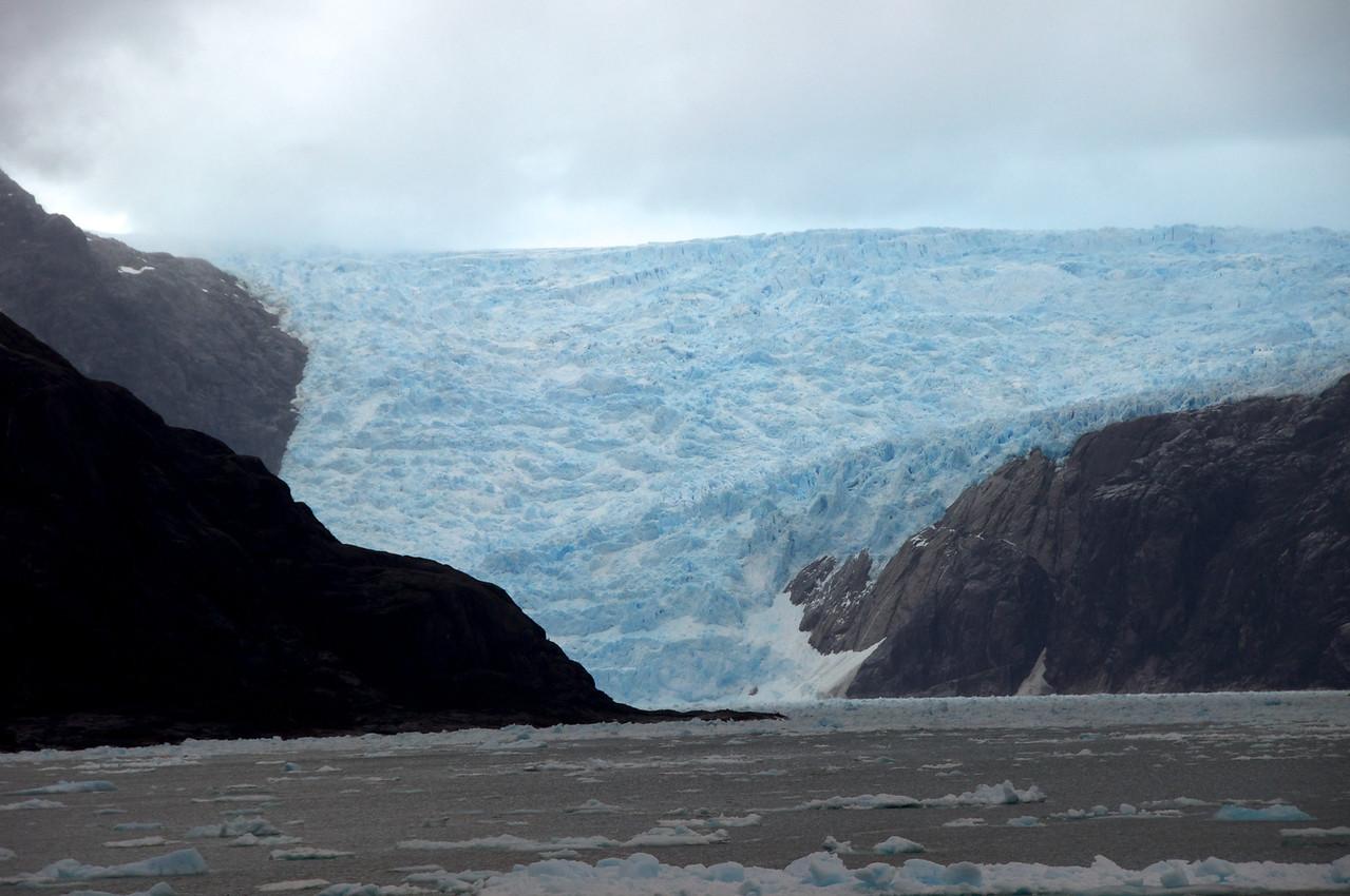 Glacier 300 Kilometers Inland 2011-01-1010-12-45