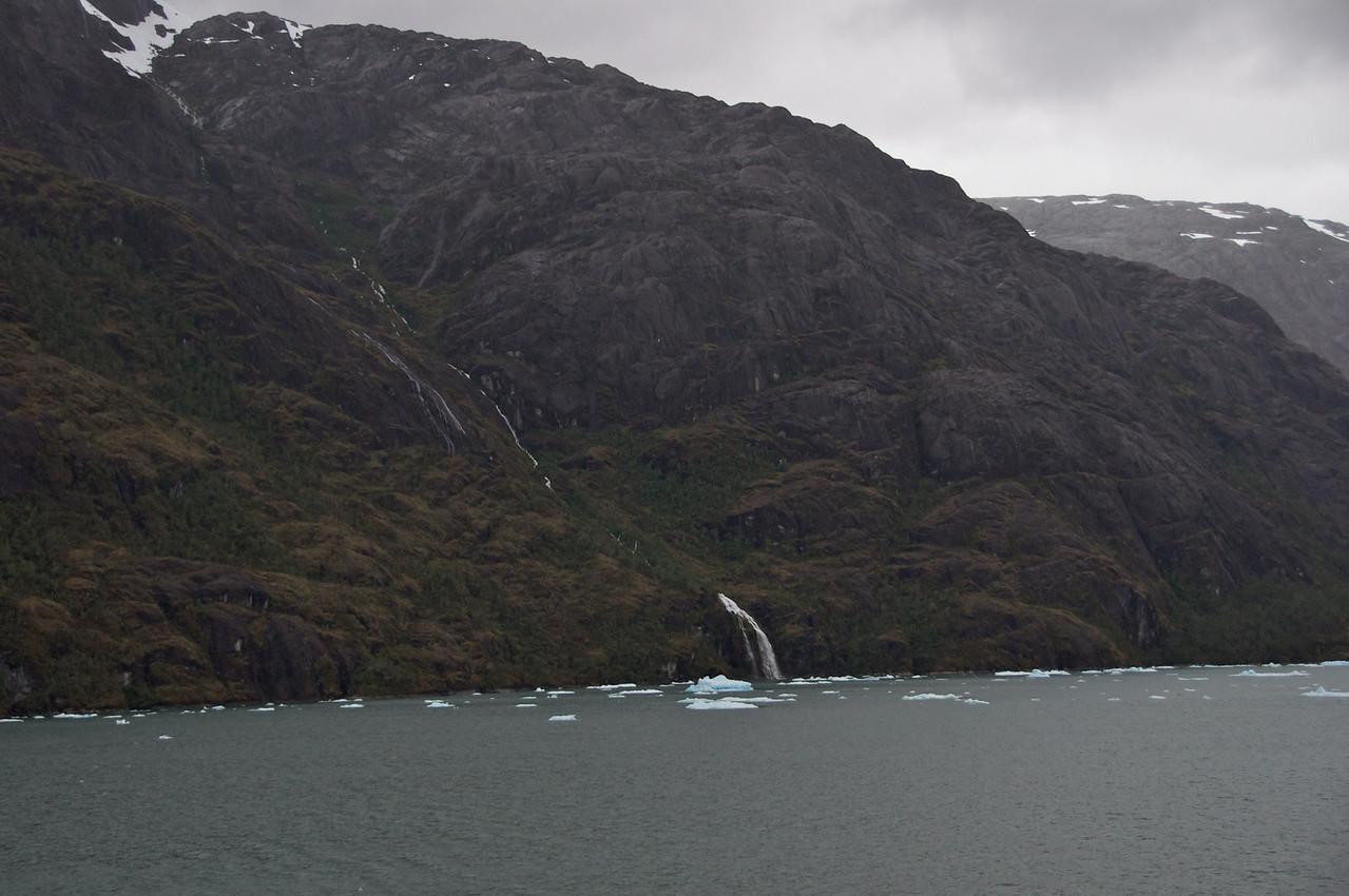 Glacier Water Falls2011-01-1010-05-34