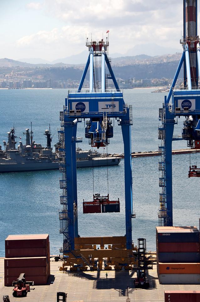 Unloading Cargo2011-01-0401-19-16